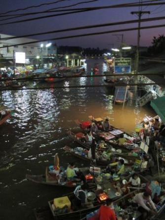 bangkok ampawa mercato notturno galleggiante