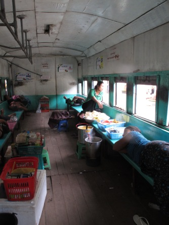 Myanmar circle train in Yangon07