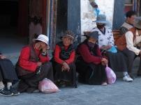 Lhasa women praying