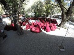 Monaci in preghiera al Sera Monastery Lhasa