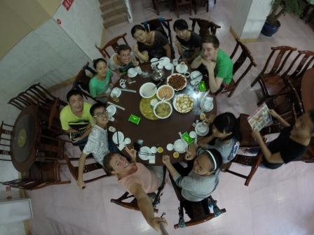 Pranzo con gli studenti della scuola