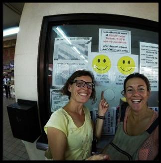 Gli SMILE nella metro di Manila