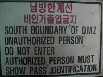 Cartelli di avviso prima della DMZ